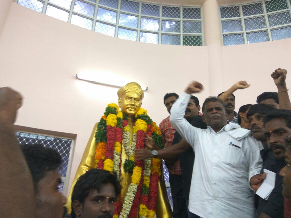naam-tamilar-seeman-pays-tributes-to-vo-chithambaram-memorial-day  18-11-2016 வ.உ.சிதம்பரனார் 80ஆம் ஆண்டு நினைவுநாள் – சீமான் மலர்வணக்கம் naam tamilar seeman pays tributes to vo chithambaram memorial day2