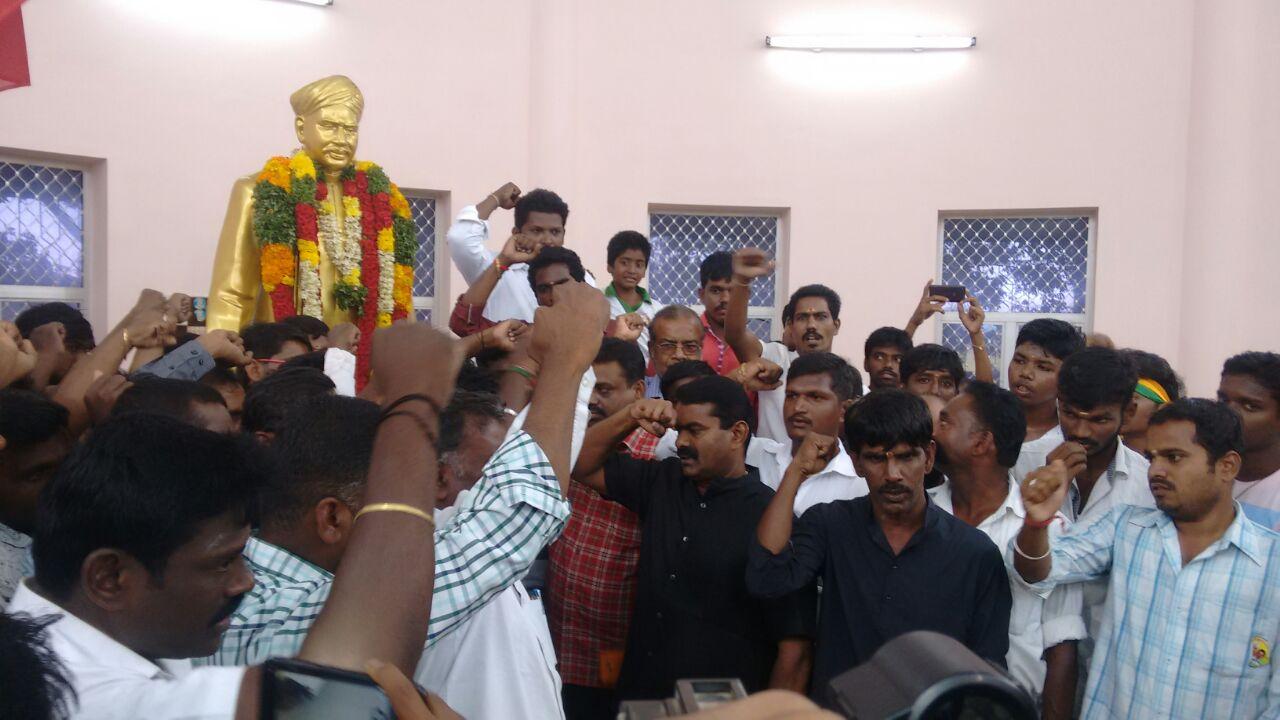 naam-tamilar-seeman-pays-tributes-to-vo-chithambaram-memorial-day  18-11-2016 வ.உ.சிதம்பரனார் 80ஆம் ஆண்டு நினைவுநாள் – சீமான் மலர்வணக்கம் naam tamilar seeman pays tributes to vo chithambaram memorial day5