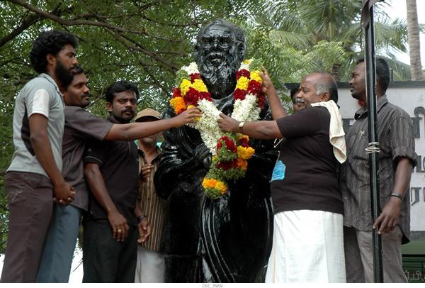 பெரியார் நினைவு நாளை முன்னிட்டு ராசபாளையம் நாம் தமிழர் கட்சியினர் சார்பாக நடைபெற்ற நிகழ்வு.