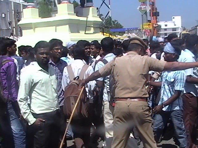 இராசபக்சேவின் இந்திய வருகையைக் கண்டித்து மாணவர்கள் ஆர்ப்பாட்டம்