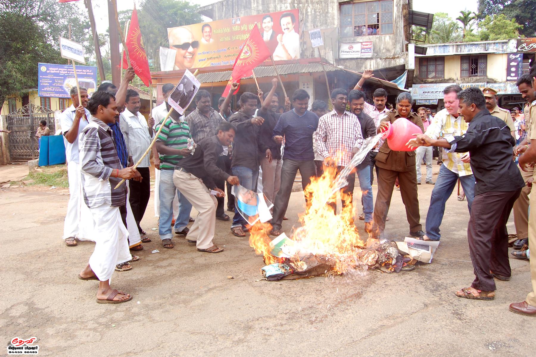 முற்றுகை: நாம் தமிழர் கட்சியினர் 32 பேர் கைது