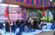 மதுரை வைக்கம் பெரியார் நிலையத்திலிருந்து அவனியாபுரம் வரையிலான சாலையை சீரமைக்கக்கோரி நாம் தமிழரின் சார்பாக பட்டினிப்போராட்டம் நடைபெற்றது