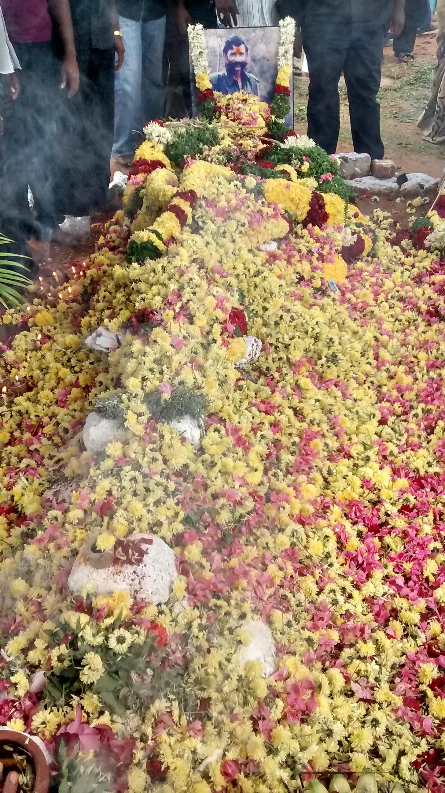 மாவீரன் வீரப்பனாருக்கு ஈரோடை மாவட்ட நாம் தமிழரின் வீரவணக்க நிகழ்வு 18/10/2014 அன்று காரிக்கிழமை நடைபெற்றது.