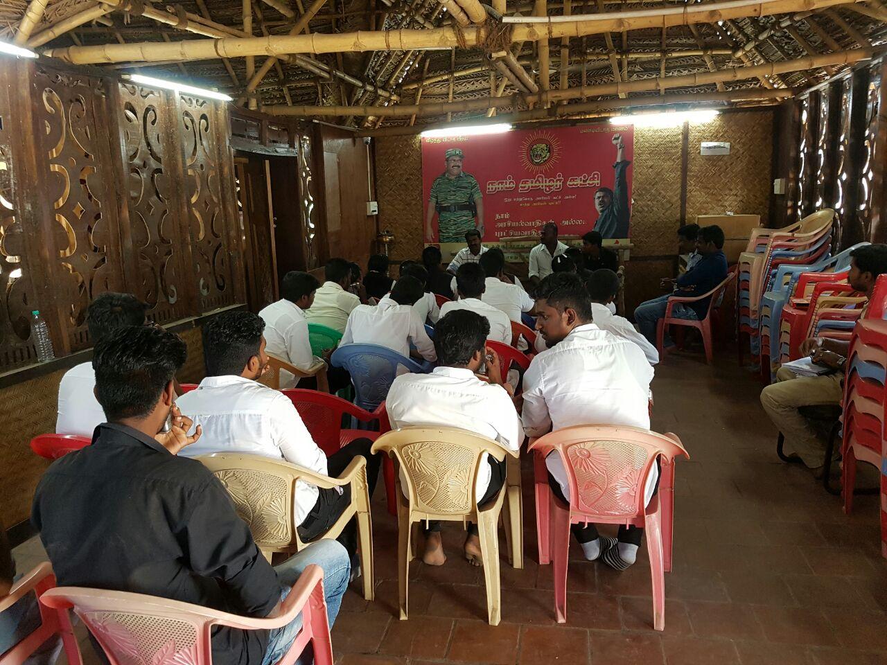 சென்னை சட்டக்கல்லூரி மாணவர்கள் 20 பேர் சீமானுடன் சந்திப்பு chennai law college students meet naam tamilar seeman3