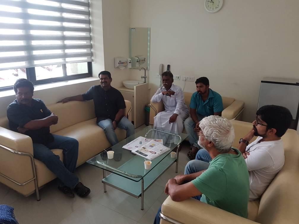 சிகிச்சை பெற்றுவரும் ஐ.ஐ.டி மாணவர் சூரஜ் குடும்பத்திற்கு சீமான் நேரில் ஆறுதல் beef ban iit madras student sooraj attacked by rss supporters seeman visit2