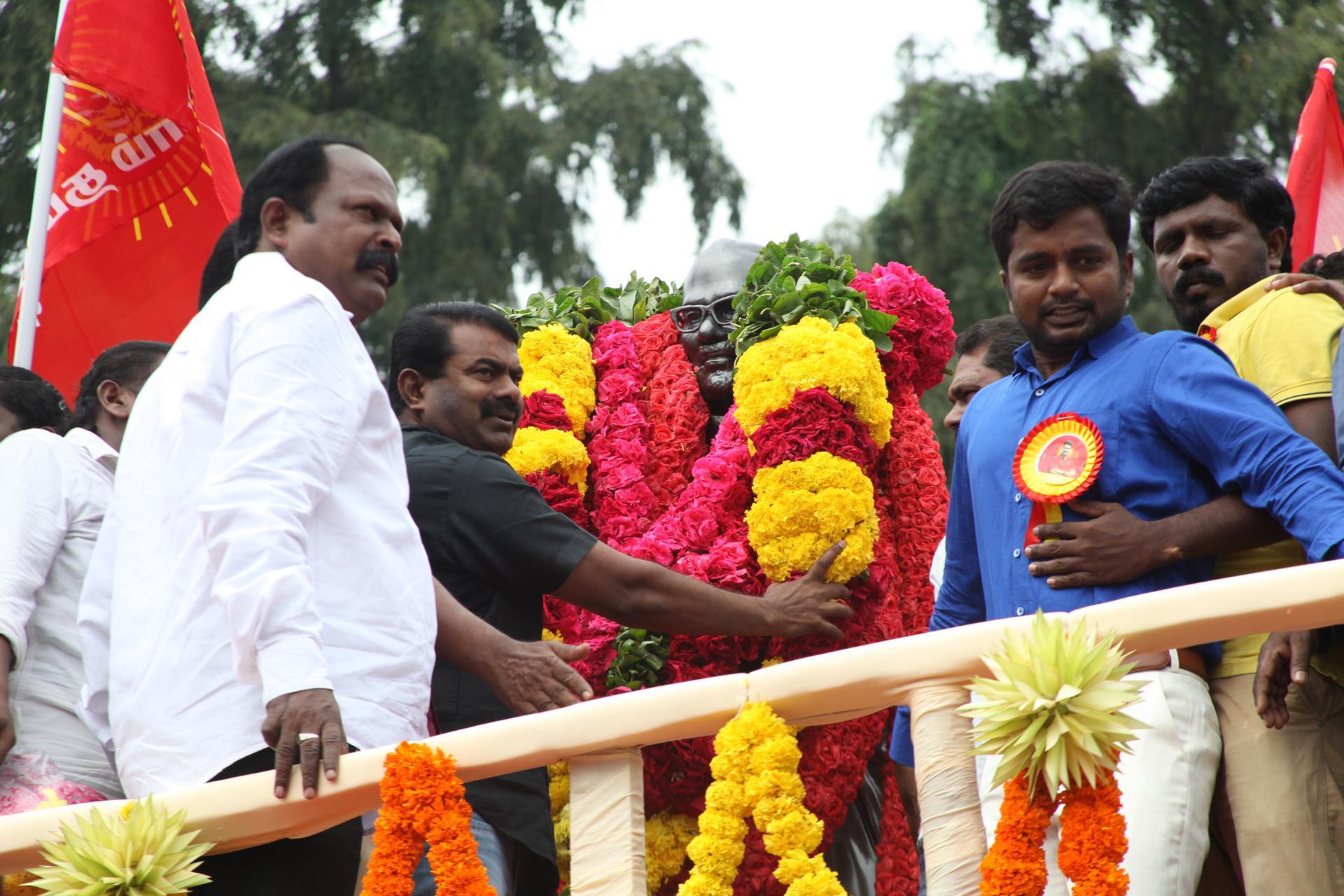 'தமிழர் தந்தை' சி.பா. ஆதித்தனார் 113ஆம் ஆண்டு பிறந்தநாள்: சீமான் மலர்வணக்கம் naam tamilar katchi seeman paying floral tributes si paa aadhithanar 113th birth anniversary2
