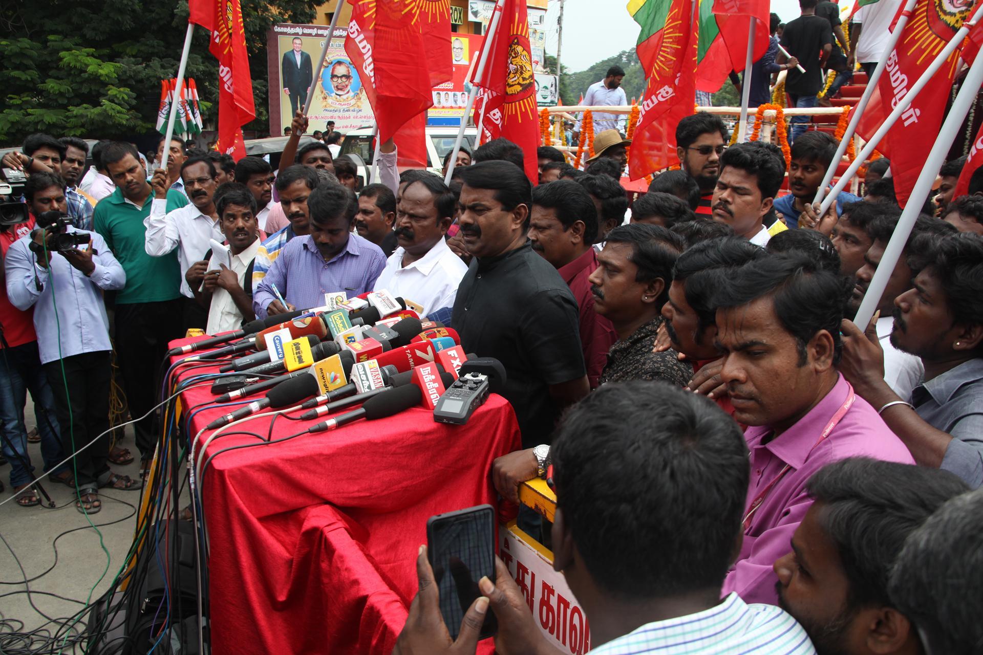'தமிழர் தந்தை' சி.பா. ஆதித்தனார் 113ஆம் ஆண்டு பிறந்தநாள்: சீமான் மலர்வணக்கம் naam tamilar katchi seeman paying floral tributes si paa aadhithanar 113th birth anniversary6