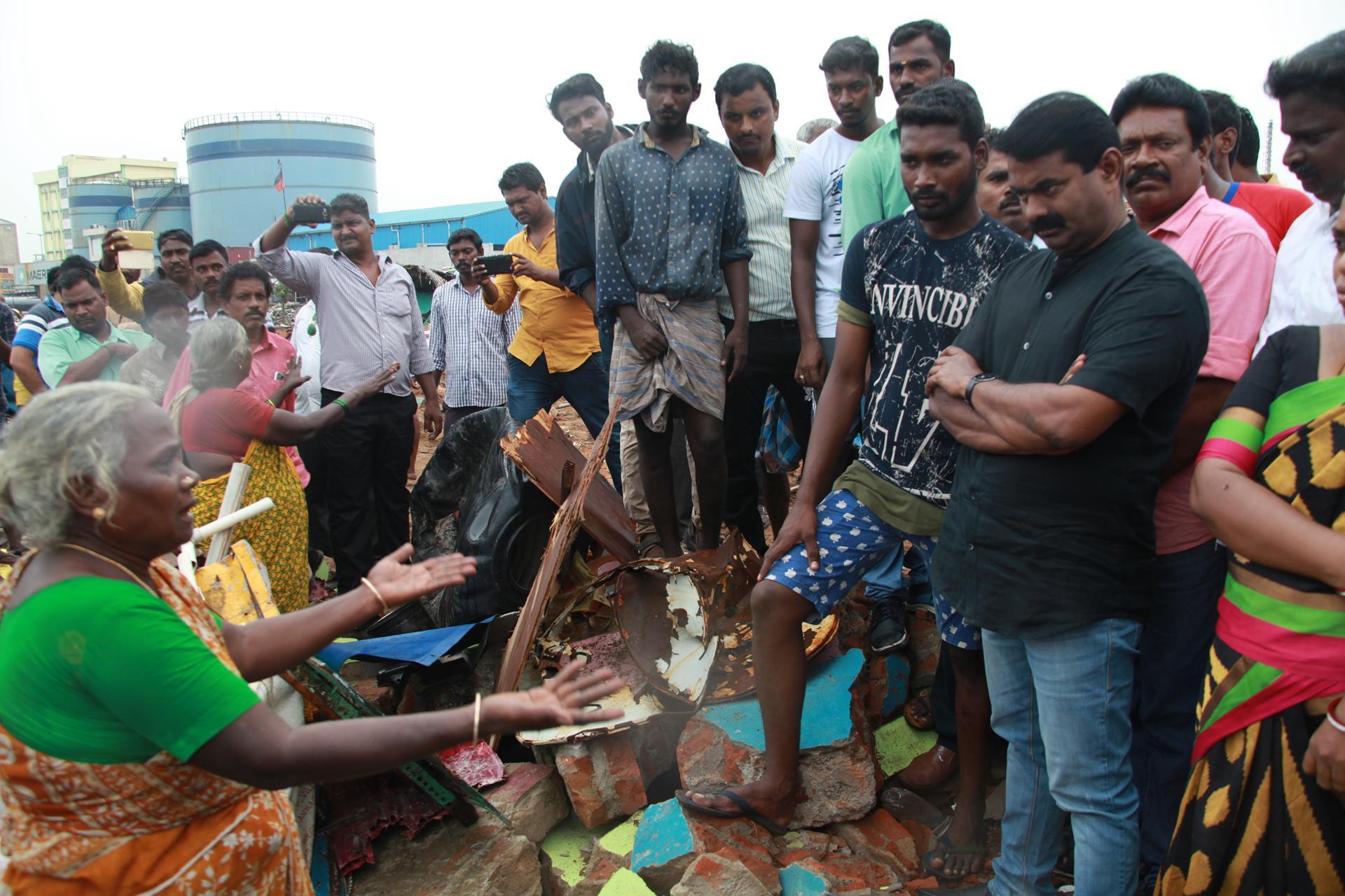 சீன எந்திரப் படகுகளுக்குத் தடைவிதிக்காவிட்டால் போராட்டம் தீவிரமடையும்! – சீமான் எச்சரிக்கை naam tamilar katchi seeman pressmeet visits thiruvotriyur house demolish10 1
