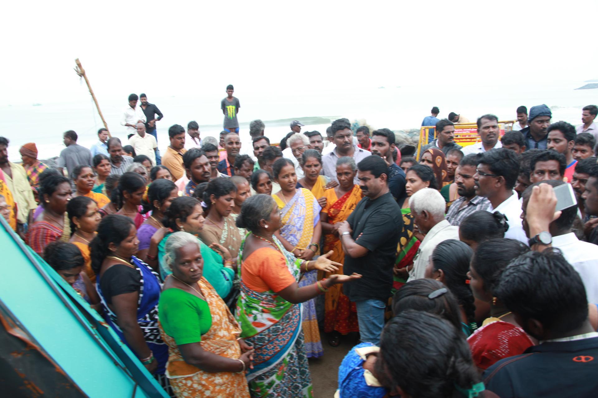 சீன எந்திரப் படகுகளுக்குத் தடைவிதிக்காவிட்டால் போராட்டம் தீவிரமடையும்! – சீமான் எச்சரிக்கை naam tamilar katchi seeman pressmeet visits thiruvotriyur house demolish13 1