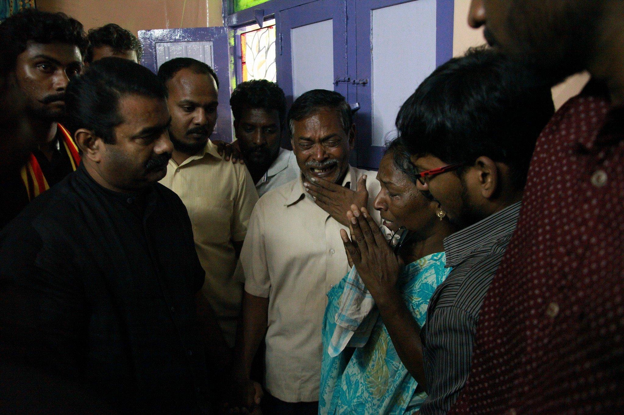 சாதி-மத ஒடுக்குமுறையால் கலைக்கல்லூரி மாணவர் பிரகாஷ் தற்கொலை: குடும்பத்தினருக்கு சீமான் நேரில் ஆறுதல்