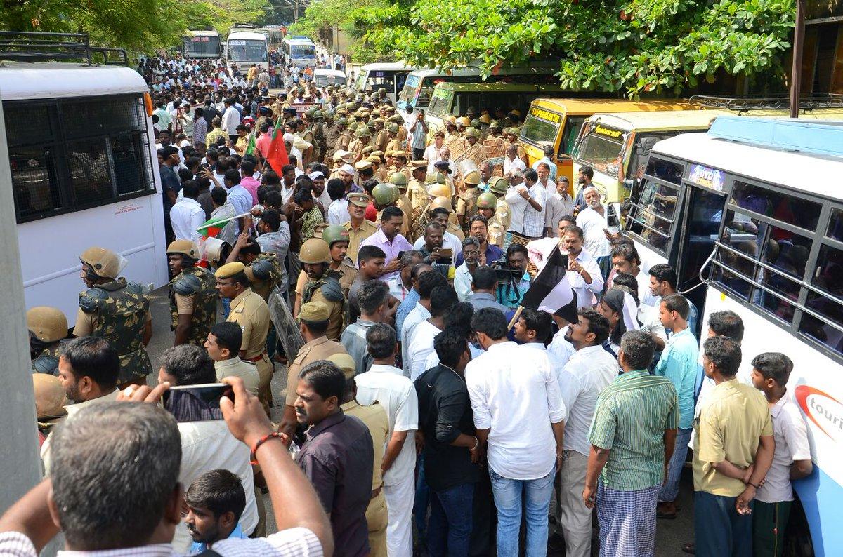 இராமராஜ்ஜிய இரத யாத்திரை மறியல் போராட்டம்: சீமான் உட்பட 100க்கும் மேற்பட்டோர் கைது naam tamilar katchi seeman protest against vhp ratha yathra thirunelveli sengottai 100 cadres arrested by polics 144 rule in thirunelveli 2