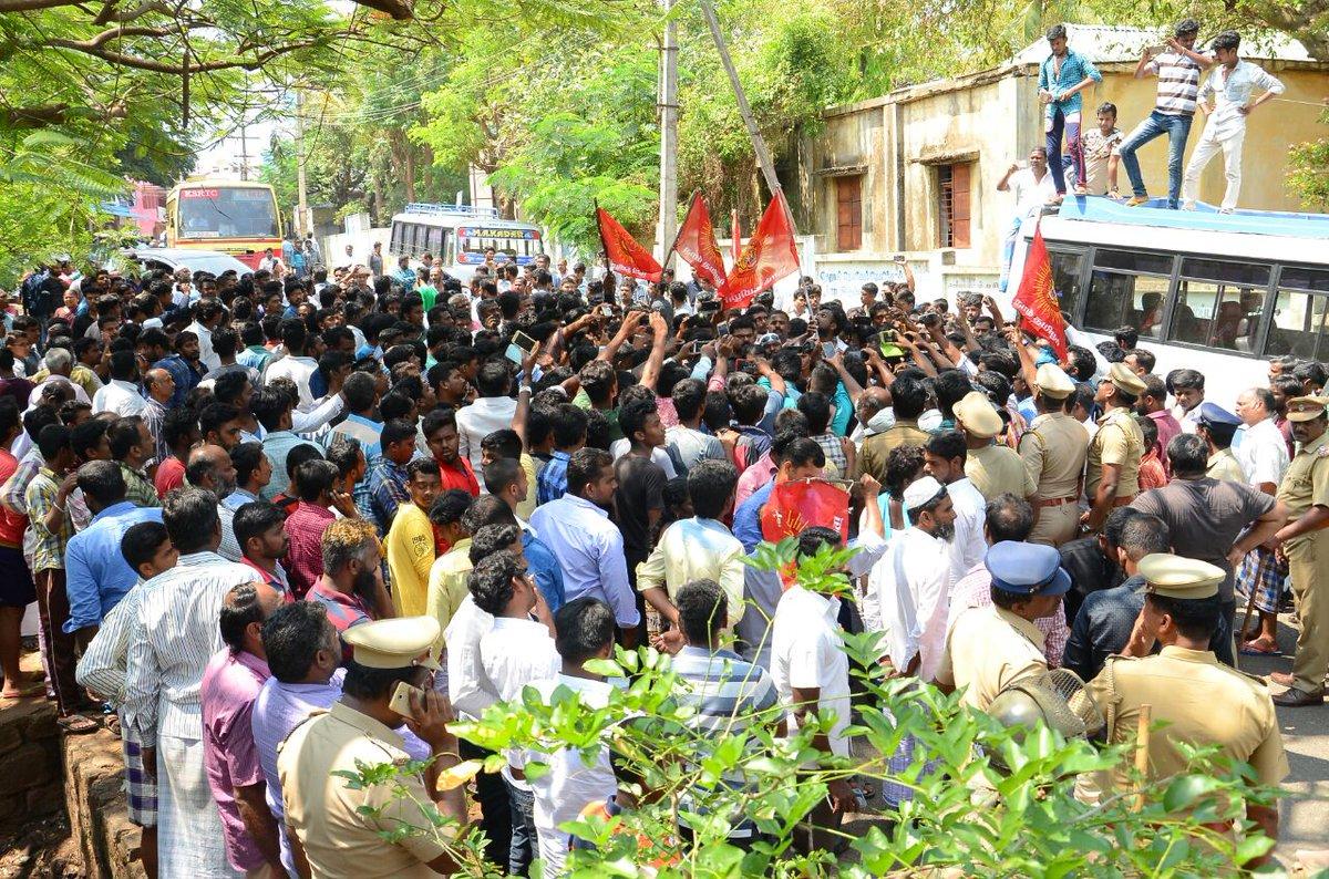 இராமராஜ்ஜிய இரத யாத்திரை மறியல் போராட்டம்: சீமான் உட்பட 100க்கும் மேற்பட்டோர் கைது naam tamilar katchi seeman protest against vhp ratha yathra thirunelveli sengottai 100 cadres arrested by polics 144 rule in thirunelveli 3