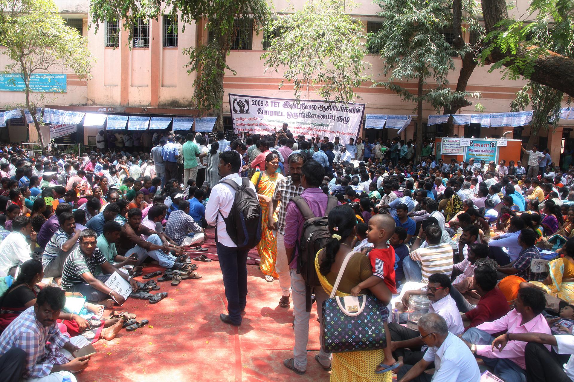 ஊதிய முரண்பாடுகளைக் களையக்கோரி இடைநிலை ஆசிரியர்கள் தொடர் போராட்டம் – சீமான் நேரில் ஆதரவு TET Secondary Teachers Protest Equal Pay For Equal Post Chennai Seeman Support 5