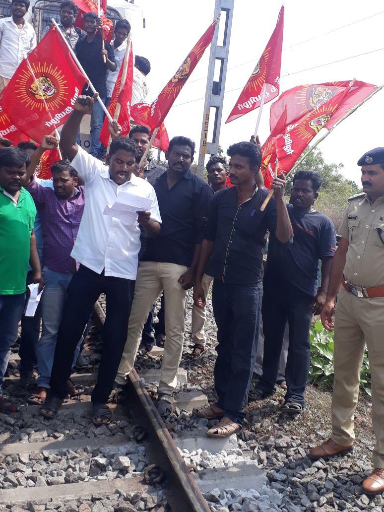 காவிரி மேலாண்மை வாரியம் அமைக்க கோரி தொடர்வண்டி மறியல் – காஞ்சி தெற்கு மாவட்டம் naam tamilar katchi cauvery protests sterlite kanjipuram therku mathranthgam seyyur melmaruvathur 2