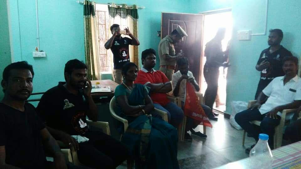 அமராவதி ஆற்றுப்படுகையைத் தூர்வாரிய சுற்றுச்சூழல் பாசறையினர் 13 பேர் மீது வழக்கு