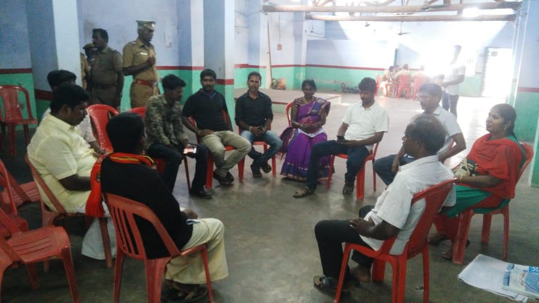 சட்டவிரோதமாக செயற்பட்டு வந்த மணல்குவாரியை முற்றுகையிட்டுப் போராட்டத்தில் ஈடுபட்ட நாம் தமிழர் கட்சியினர் 14 பேர் மீது வழக்கு - சிறை