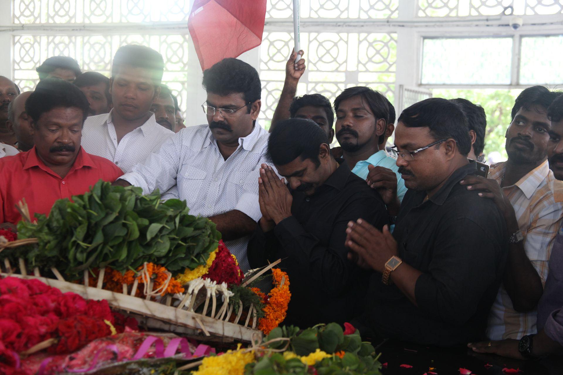 பெருந்தலைவர் காமராசர் நினைவுநாள் - மலர் வணக்க நிகழ்வு | சீமான் செய்தியாளர் சந்திப்பு