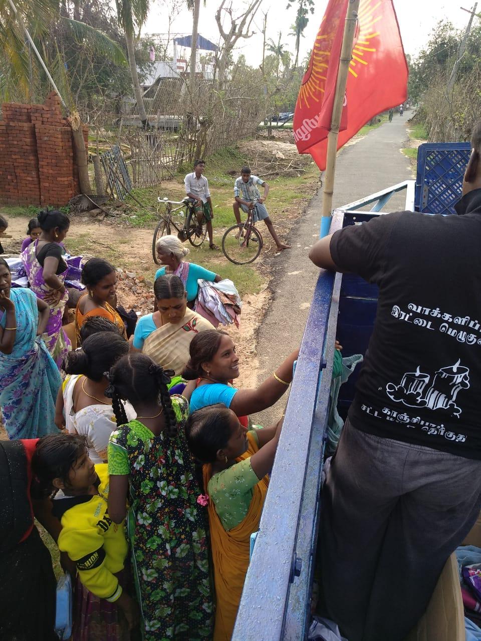 கஜா புயல் நிவாரண பணி-நாம் தமிழர் கட்சி