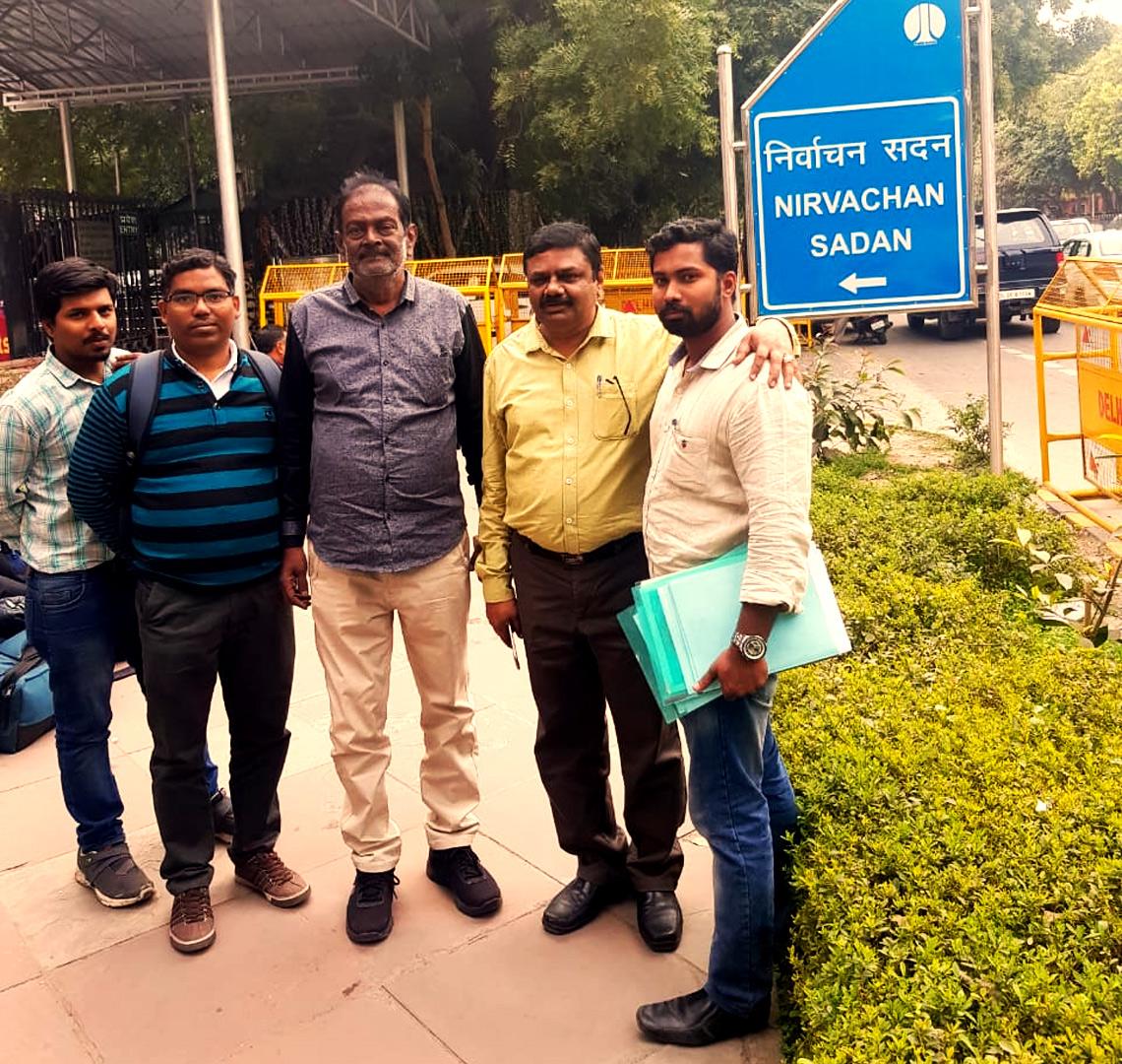 மெழுகுவர்த்திகள் சின்னம் ஒதுக்க மறுப்பு: புதிய சின்னம் வழங்கக்கோரி இந்தியத் தேர்தல் ஆணையத்திடம் நேரில் மனு