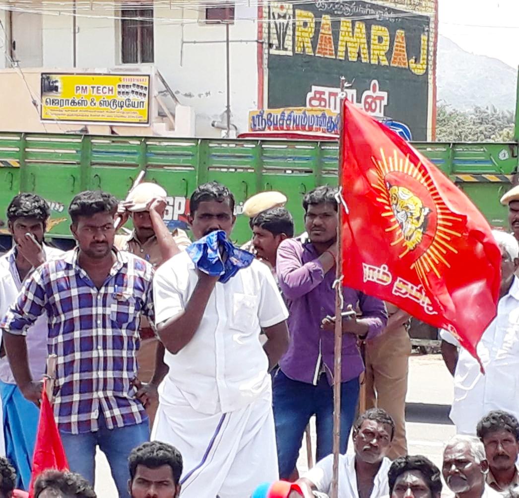 சாலை வசதி கேட்டு மக்களோடு மாவட்ட ஆட்சியர் அலுவலகம் முற்றுகை