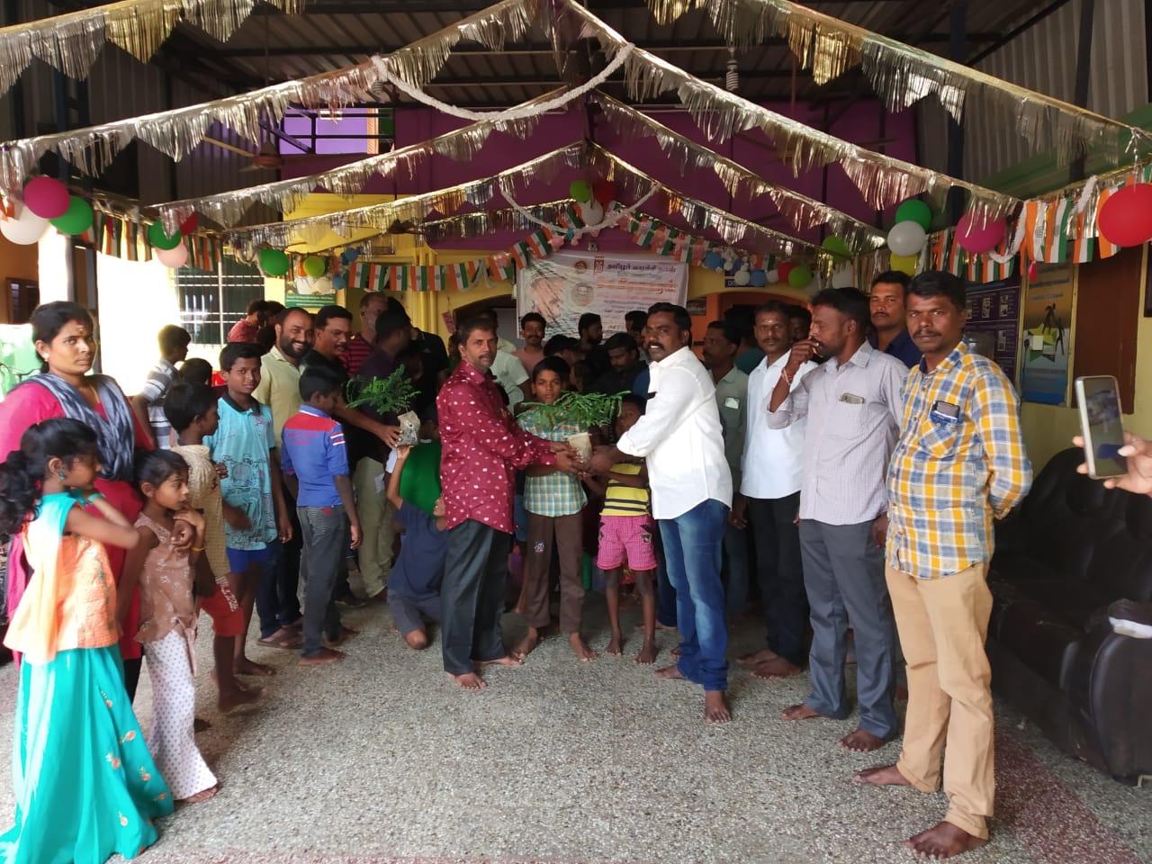 தலைவர் பிறந்த நாள் விழா-ஆதரவற்ற குழந்தைகளுக்கு உணவு